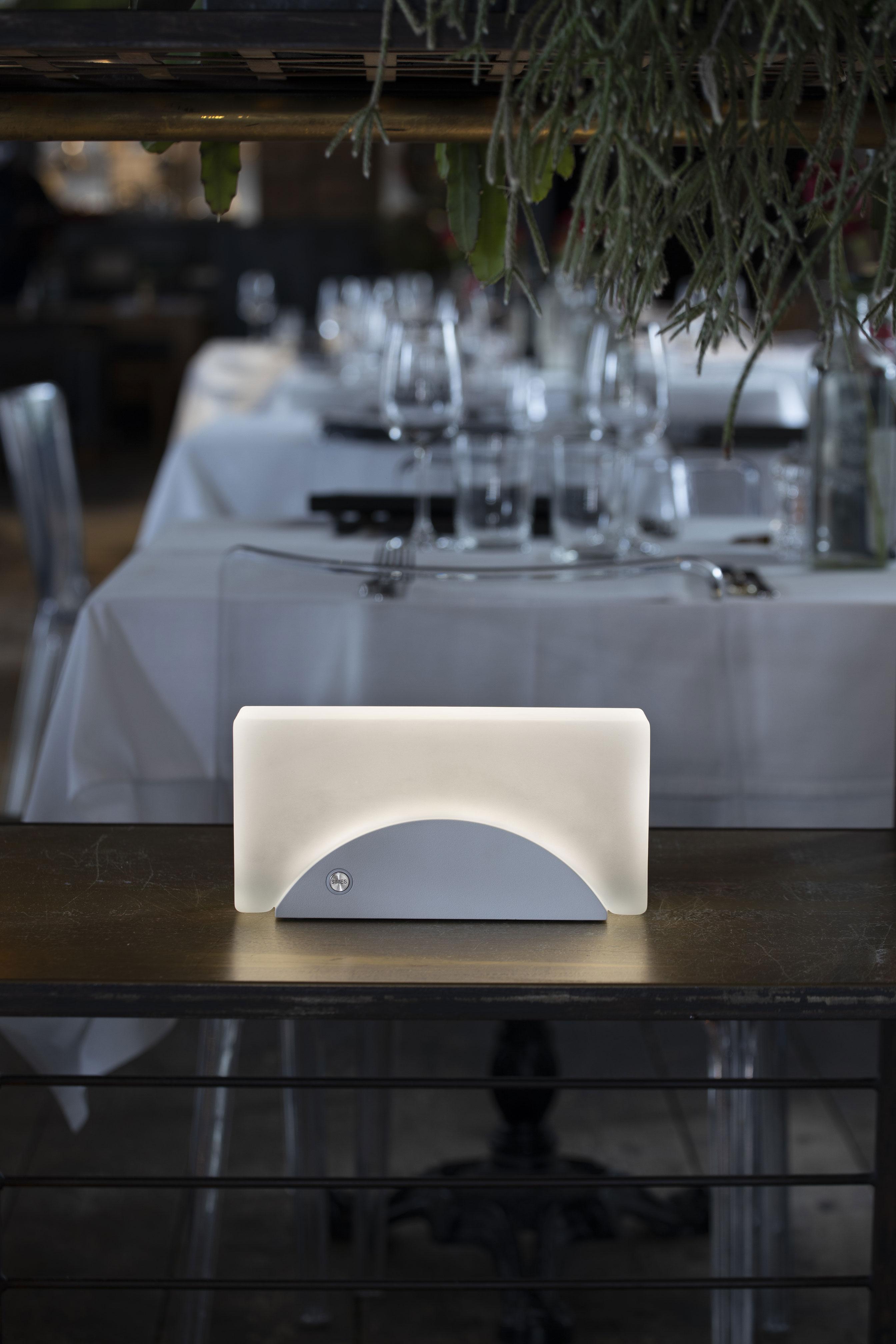 mattone-luce-tavolo-esterno-4