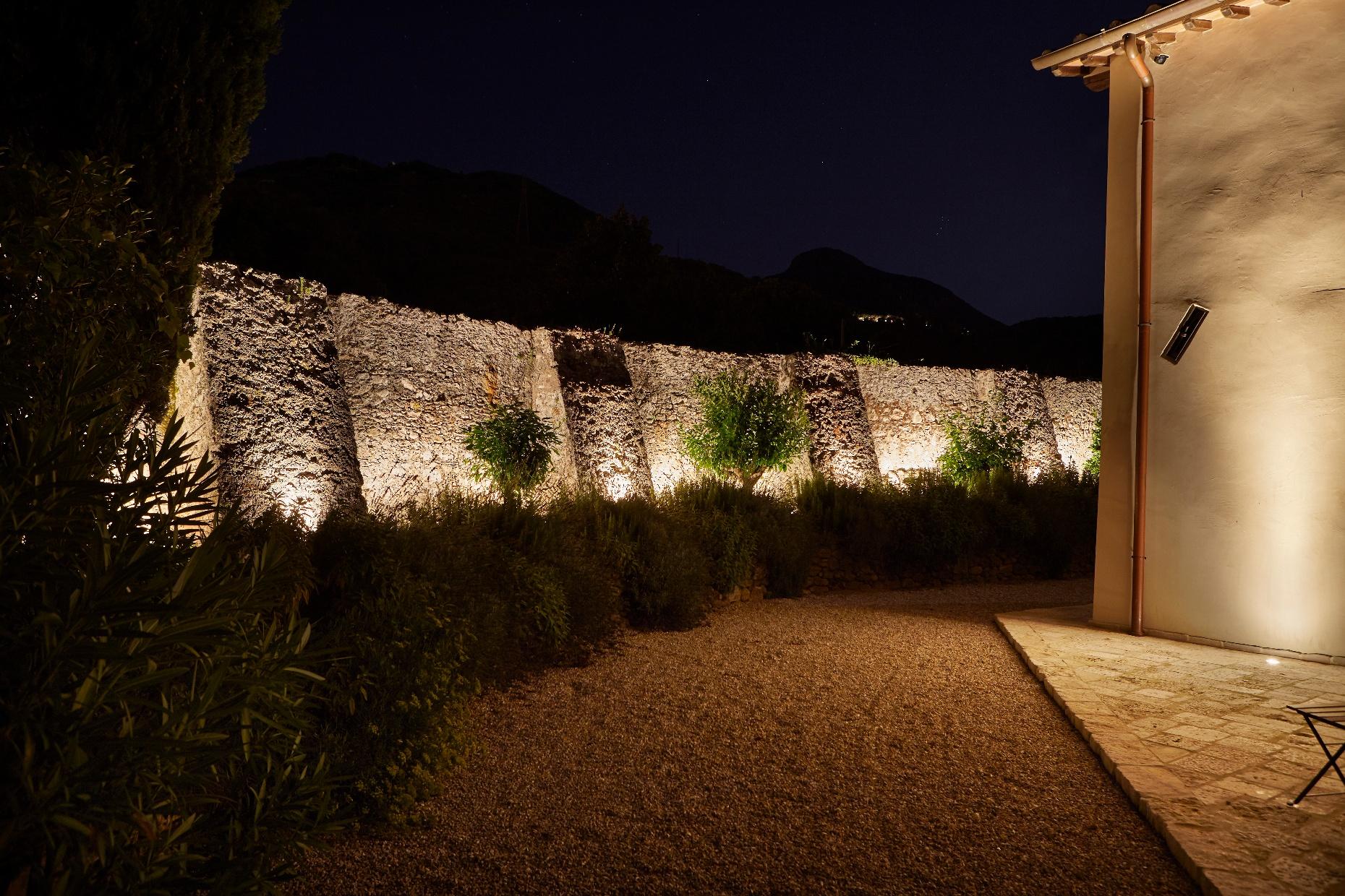 Muro di Pietra illuminato incassi Simes
